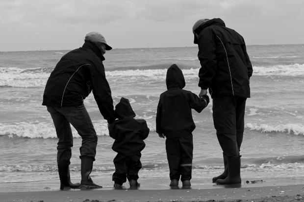 two-kids-parents-sea