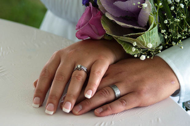 hands-with-marriage-ring