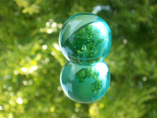 mirror-image-green-ball