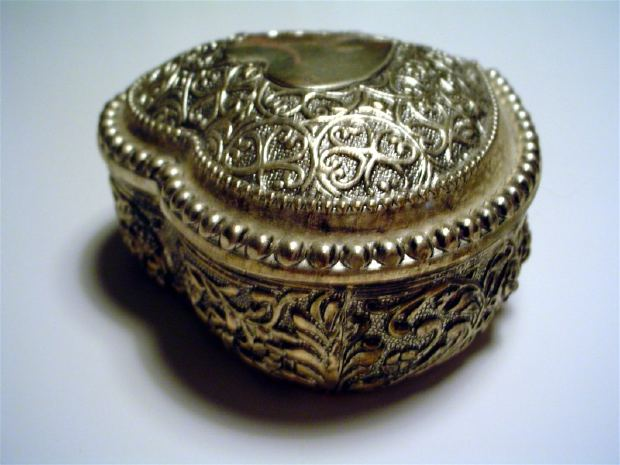 small-metal-box