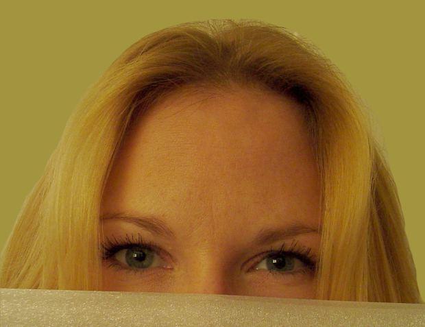 woman-smiling-eyes