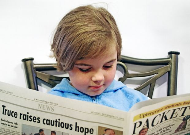 girl-read-newspaper